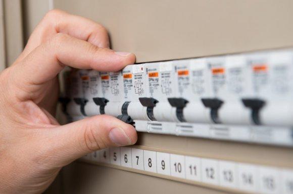 Artisan électricien qualifié pour l'installation d'un tableau électrique individuel Savigné-l'Évêque