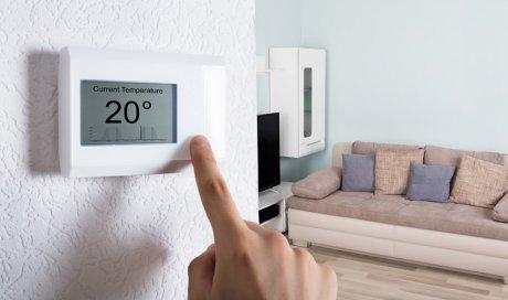 Installateur professionnel de radiateur dans un logement au Mans